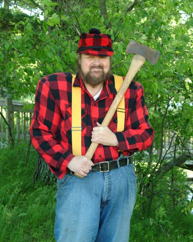 Like this Paul Bunyan only with tinted glasses. Actually, this is a historian named Wayne Chamberlain